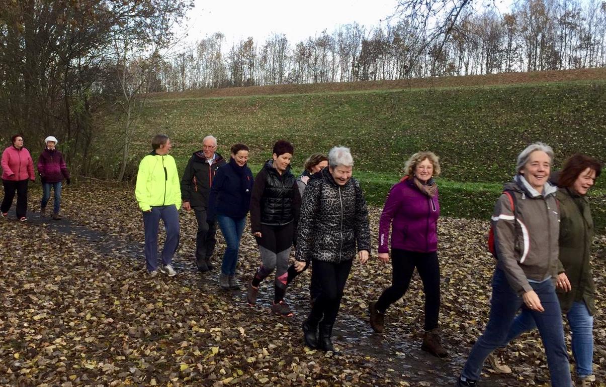 Foto Een groep sportieve wandelaars van de Loopgroep Codac