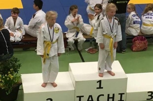 Foto Judokas Renske en Vera behalen goud