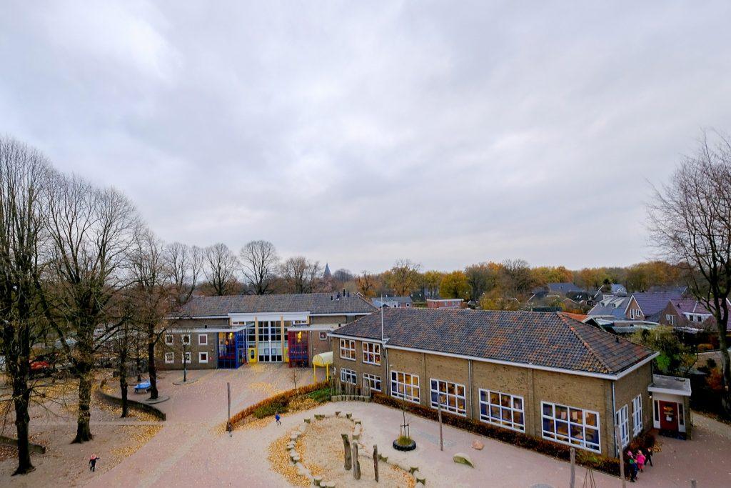 Foto Schoolplein Dalen vanaf de molen