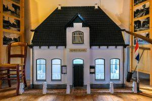Foto schaalmodel gemeentehuis Dalen