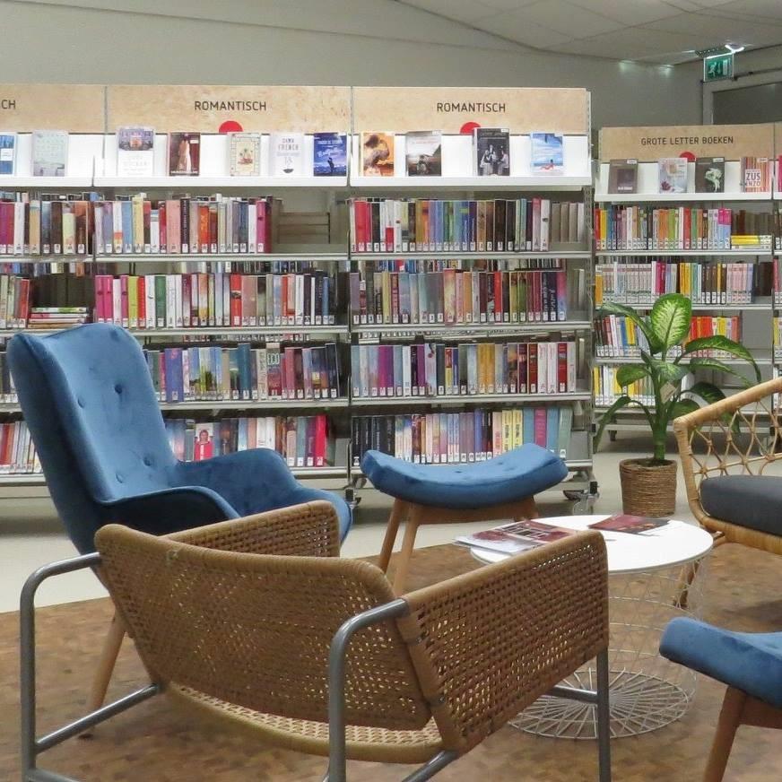 Foto interieur bibliotheek Dalen
