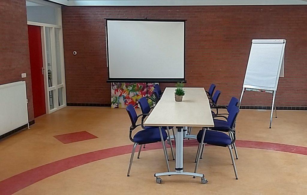 Foto vergaderopstelling werkruimte Roezemoes