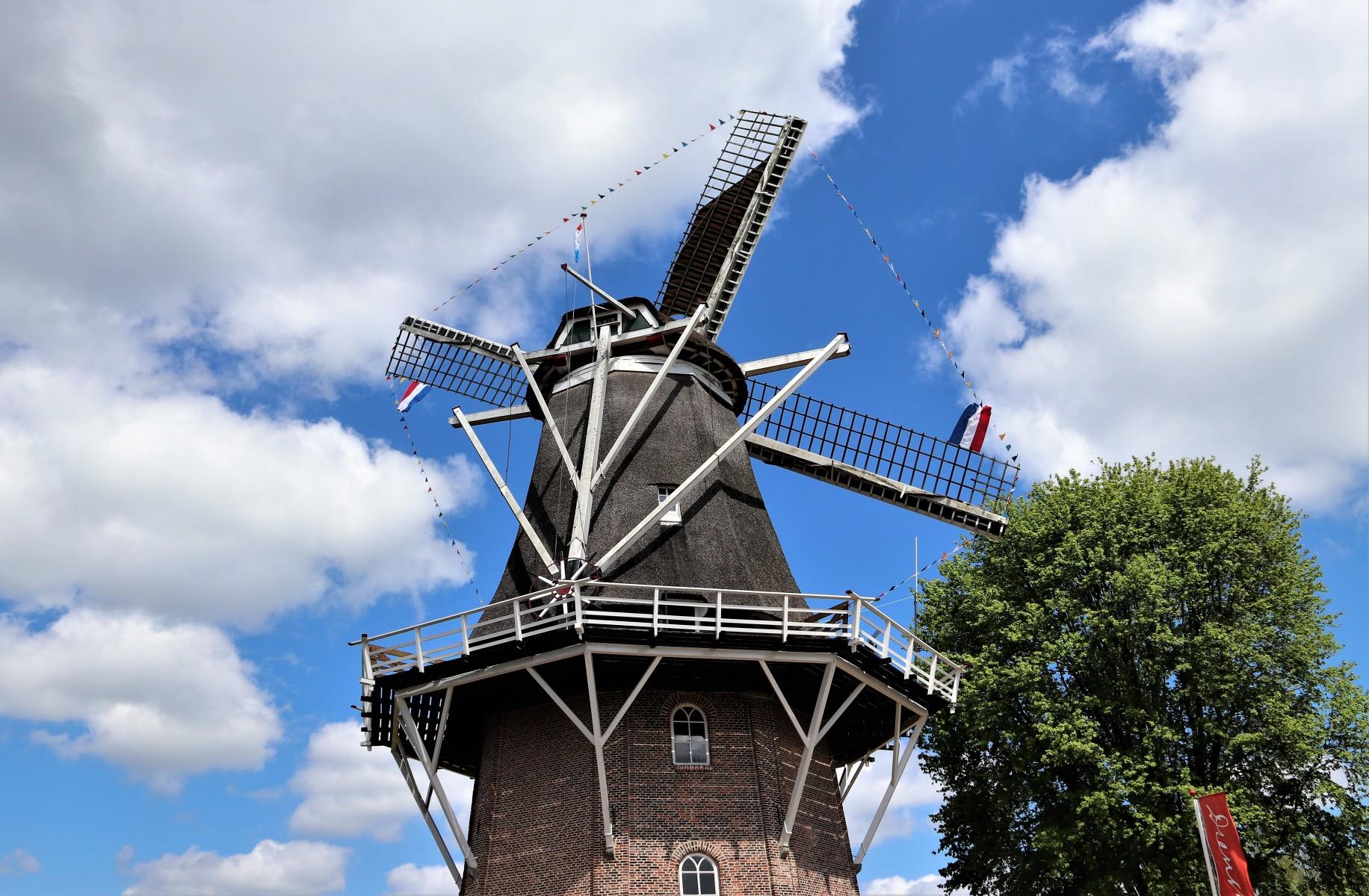 Foto van de molen Jan Pol in Dalen op monumentendag 2019.