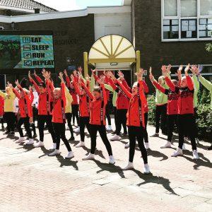 Foto dansgroep doorkomst Roparun 2019