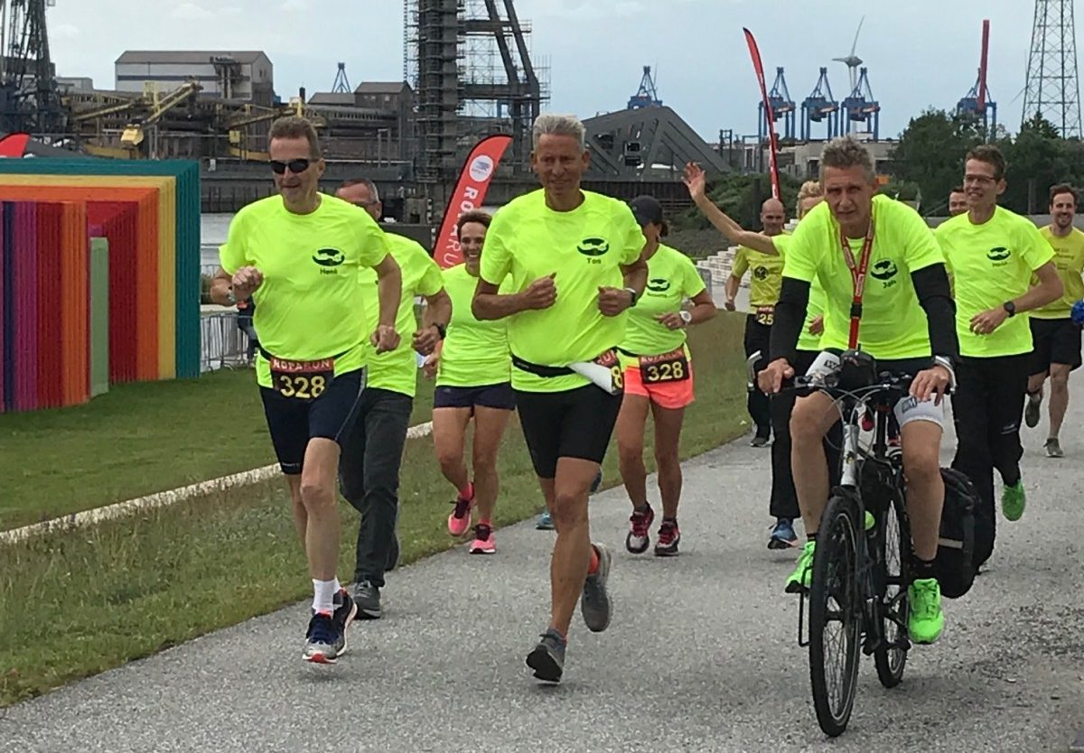 Foto Team Turfrunners onderweg in Hamburg