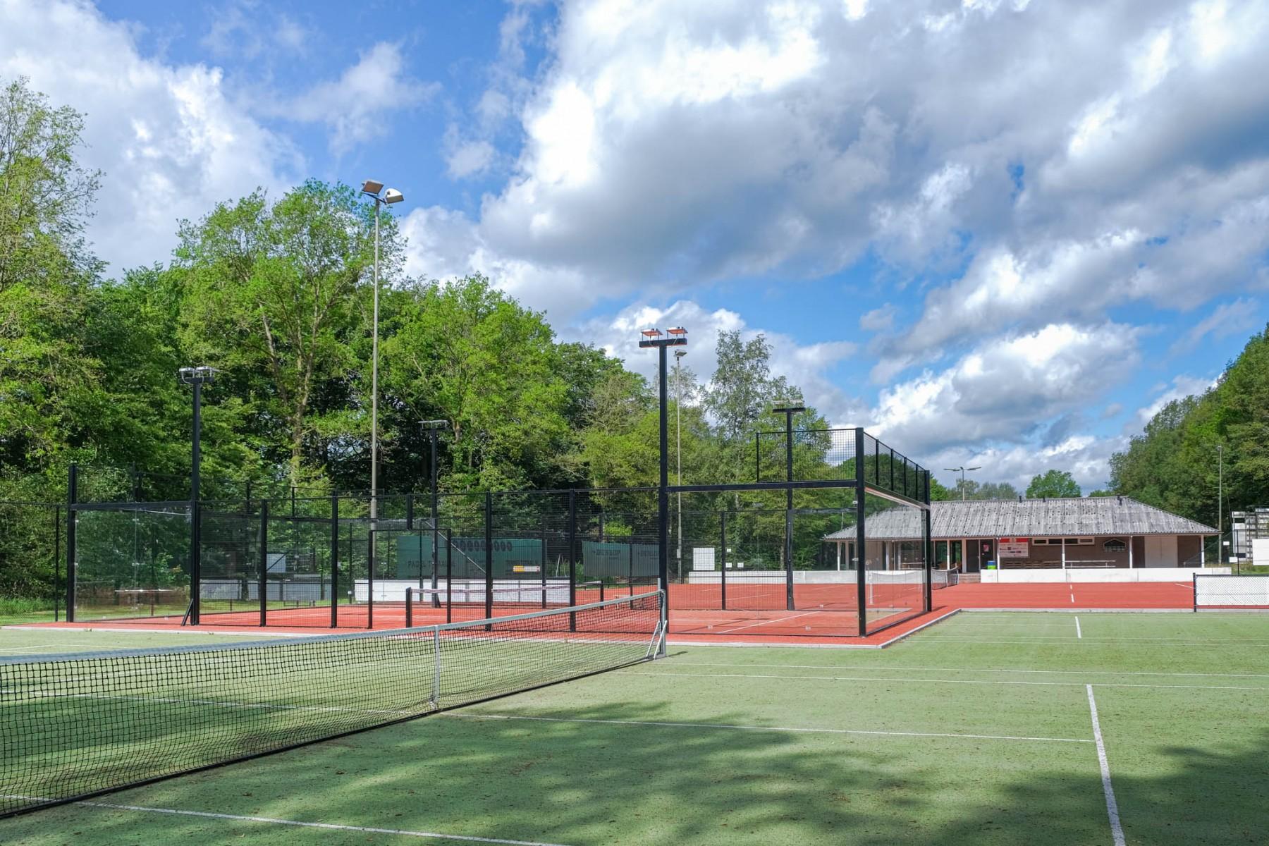 Foto tennisbanen LTC Dalen