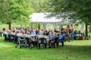 Foto gezellige middag duofietsen in Dalen