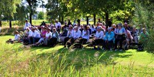 Foto Overzichtsfoto van publiek tijdens een optreden van muziekvereniging de Breibergers uit Dalerpeel en harmonieorkest Volharding uit Dalen in de Daoler Tuun; september 2019.