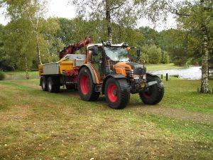 Foto Tractor tijdens werkzaamheden Daoler Tuun