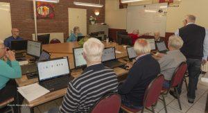 Foto van deelnemers aan de computerclub in Dalen; oktober 2019.