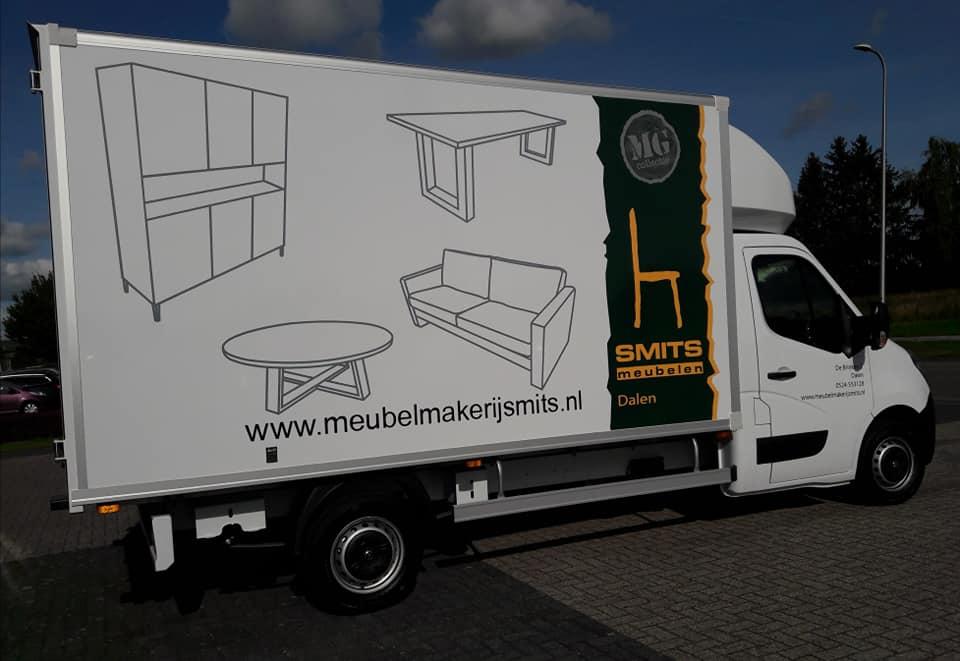 Foto vrachtwagen meubelmakerij Smits