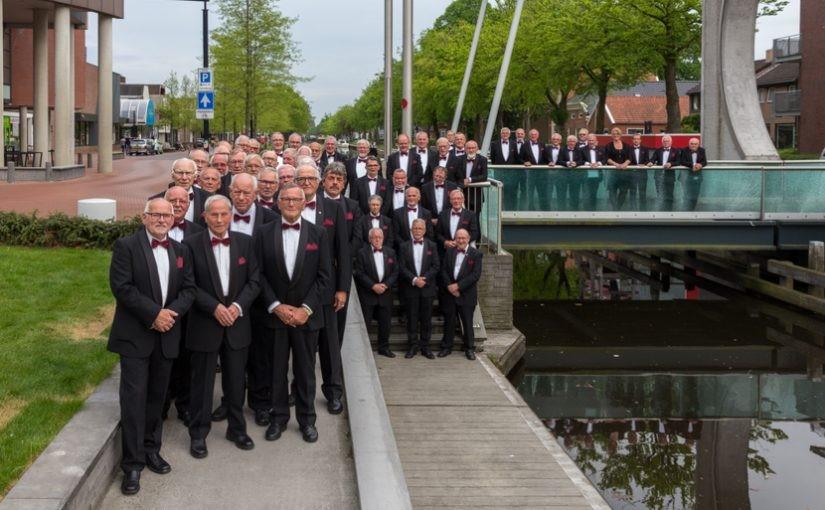 Foto Mannenkoor Stadskanaal voor concert koor dorpskerk Dalen