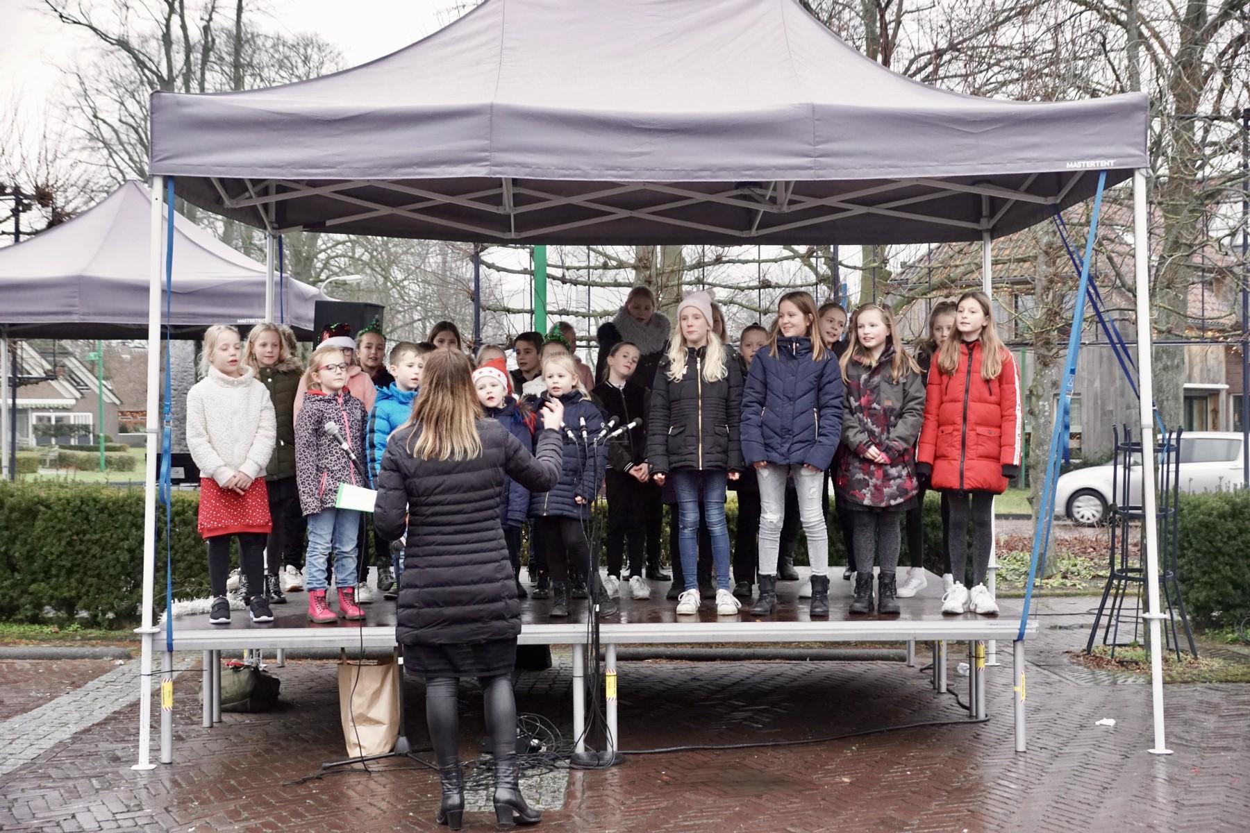 Foto kerstshoppen De Waag in Dalen.