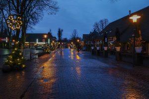 Foto Verlichte Hoofdstraat Dalen met kerst