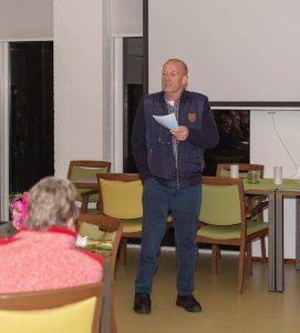 Foto uitreiking Zorgboekje voor Dalen in de Selkersgoorn