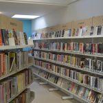 Foto bibliotheek en boekenkasten