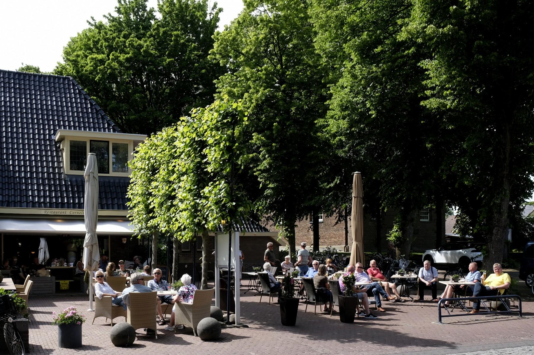 Foto terrassen in Centrum Dalen open in coronatijd