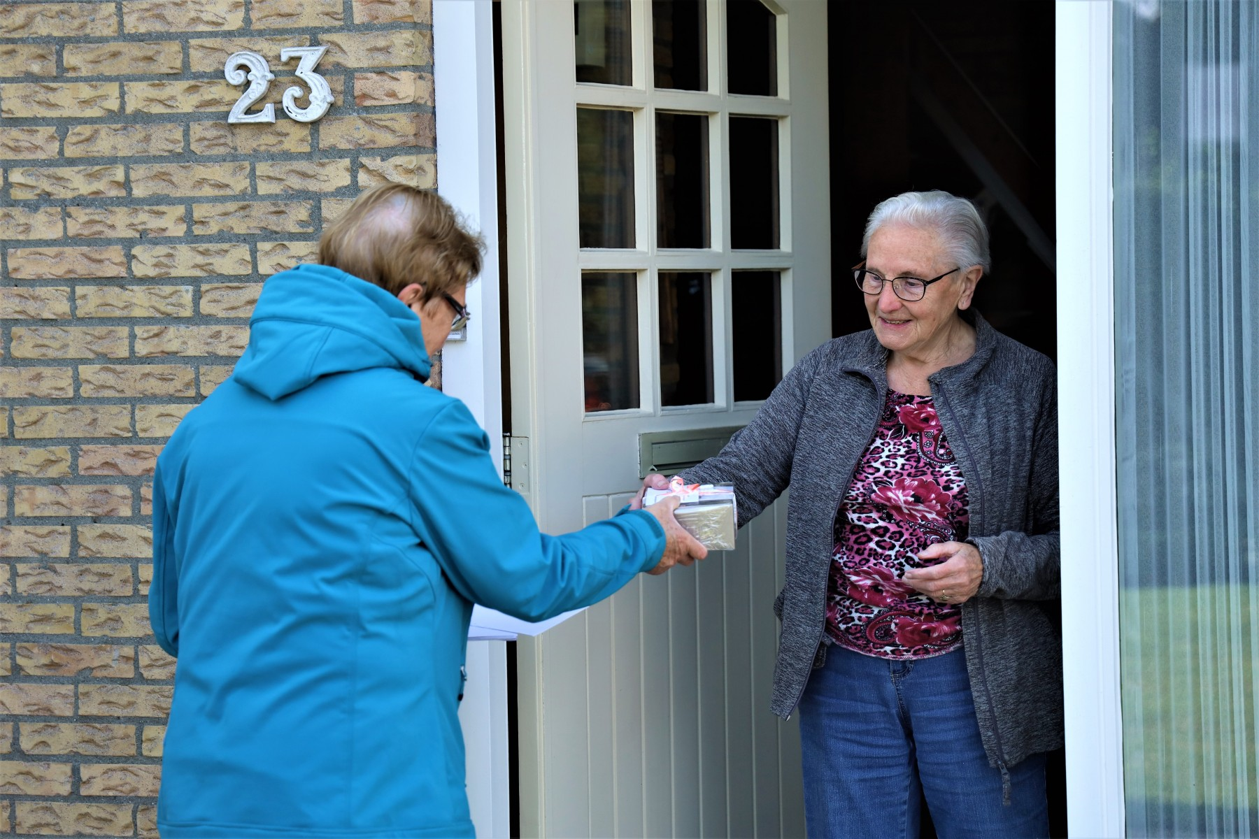 Foto presentje seniorenvereniging Dalen