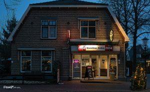 Foto verlichte winkels en huizen met kerst centrum Dalen
