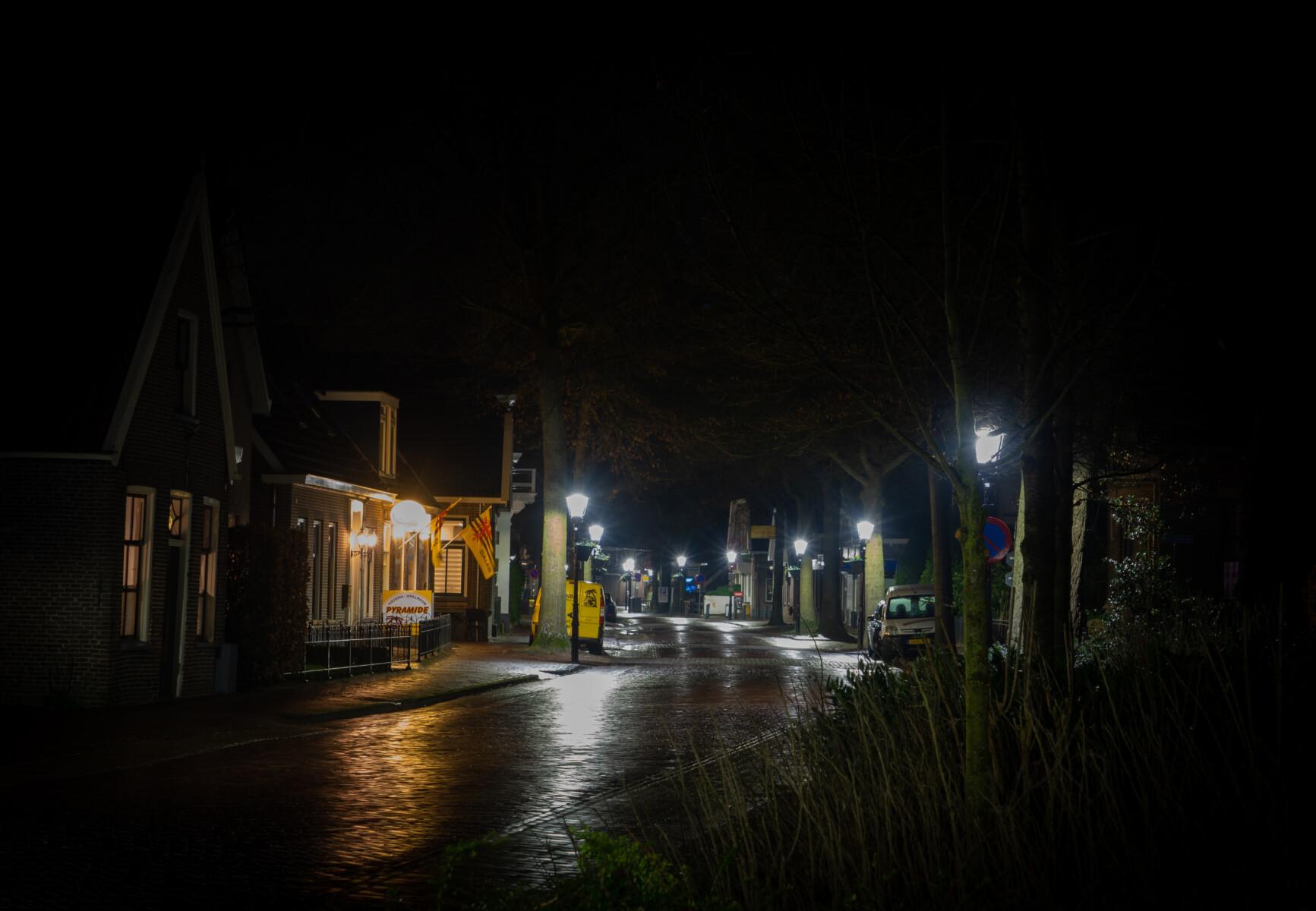 Foto lege Hoofdstraat Dalen door de avondklok