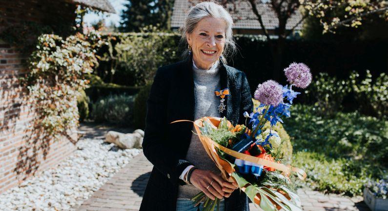 Foto Tanja Klip met Koninklijke onderscheiding