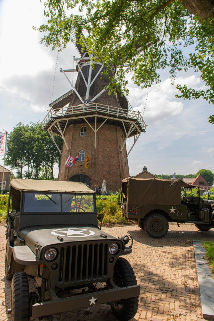 Jeep bij opening tentoonstelling 75 jaar vrijeheid