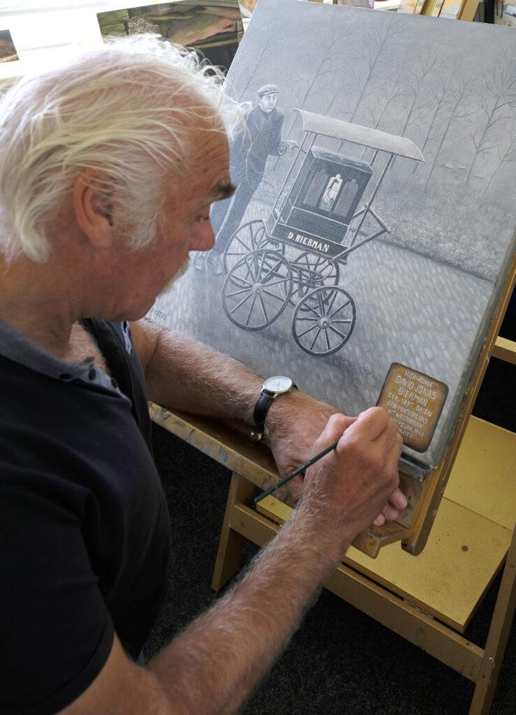 Herman Peters schildert in kader van Coevorden Culturele gemeente 2021-2022 een portret van David Bierman die in de 2e  wereldoorlog is vermoord in Auschwitz