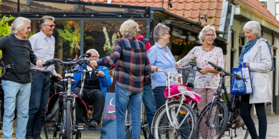 Foto oudere fietsers